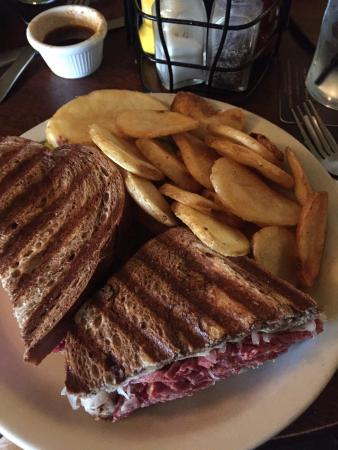 Nine Irish Brothers : Excellent Reuben for lunch. Packed with corned beef and good homemade chips with it!