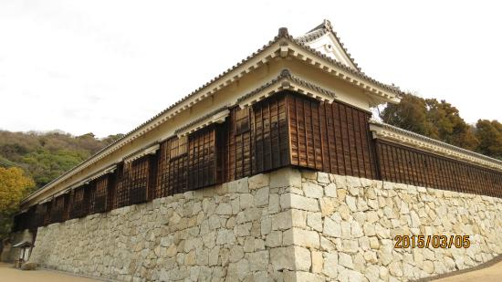 Matsuyama Castle Ninomaru Historical Garden: 二之丸多聞門と南門間の景観