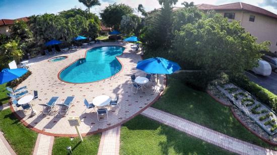 Lacovia Grand Cayman: Pool