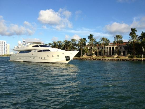 Miami Beach Boat Als Cruising By Star Island Lifestyles Of The Rich And Famous