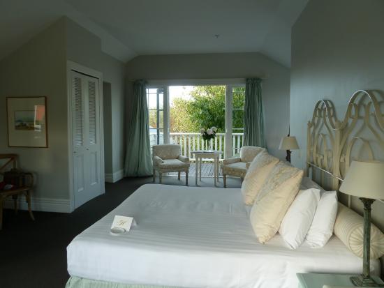 The Martinborough Hotel: Large bed