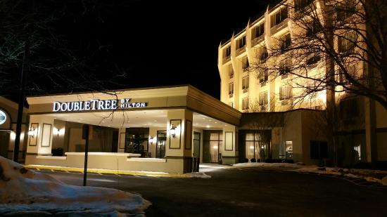 Front Entrance for DoubleTree by Hilton Hotel Princeton
