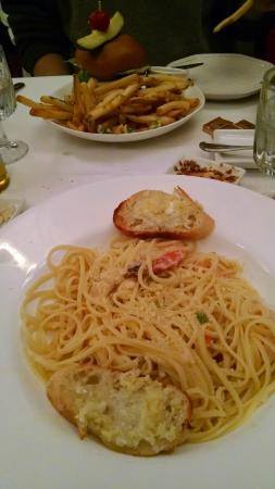 Groveland Hotel's Cellar Door : Scampi Linguini (foreground) and Burger (background)