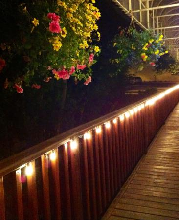 Sage Tapas and Wine Bar : Just down the boardwalk to sage