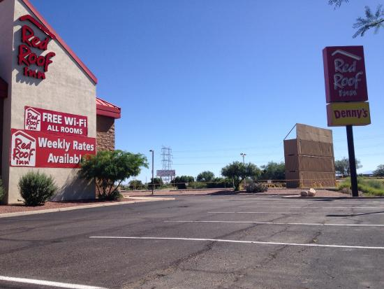 Red Roof Inn Tucson South: Huge parking lot!