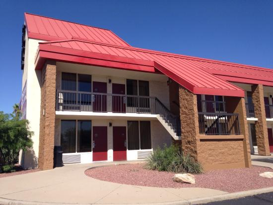 Red Roof Inn Tucson South: Our room was within 30 yards to Denny's!