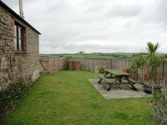 Carthouse Barn garden - Picture of Budds Barn Holiday Cottages Bude ...