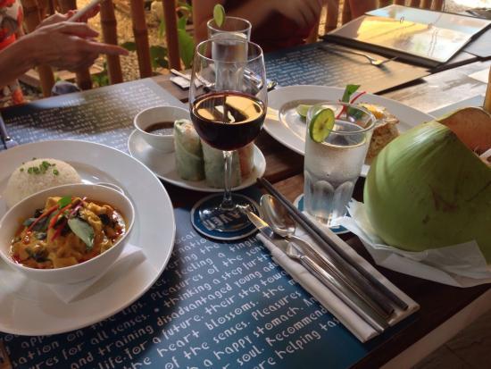 Haven : Amok, Malbec, n Mango Salad