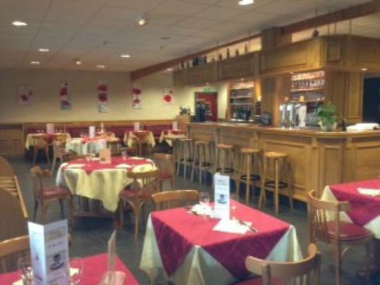 Salle de restaurant foto van brasserie de l 39 abbaye licques tripadvisor - Fotos van salle d eau ...
