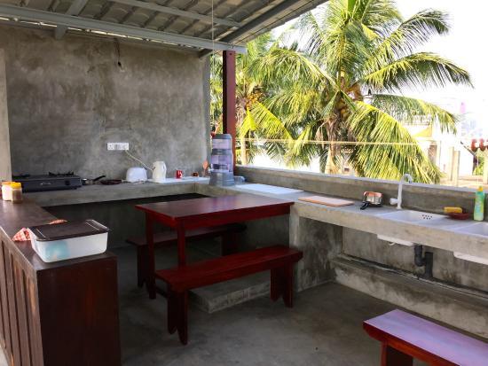 Colombo Beach Hostel: Brand new kitchen