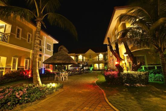 Moonbay Marina Leisure Resort: Hotel and Grounds