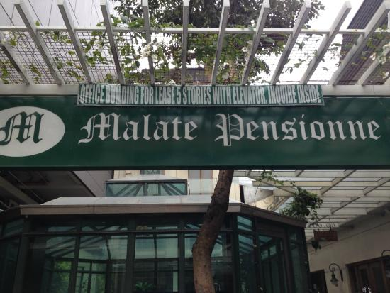 Malate Pensionne : Front side of pensionne