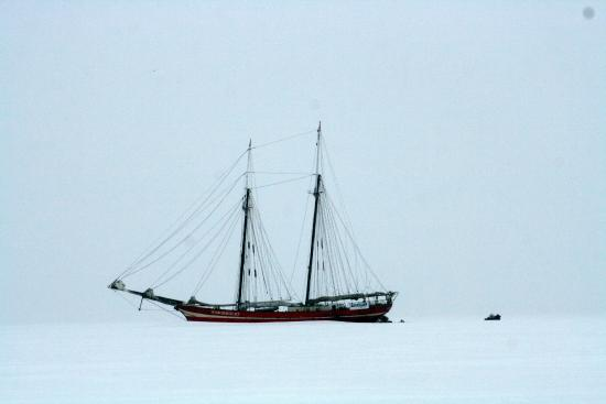 Longyearbyen, Norwegia: Ship in the Ice