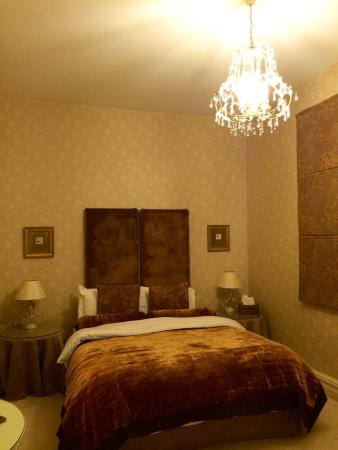 Afon Gwyn Country House: Rupert suite. The quilt was so cosy!