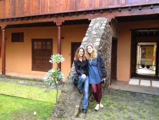Museo de Historia y Antropología de Tenerife (Casa Lercaro): Giardino interno, con mia figlia
