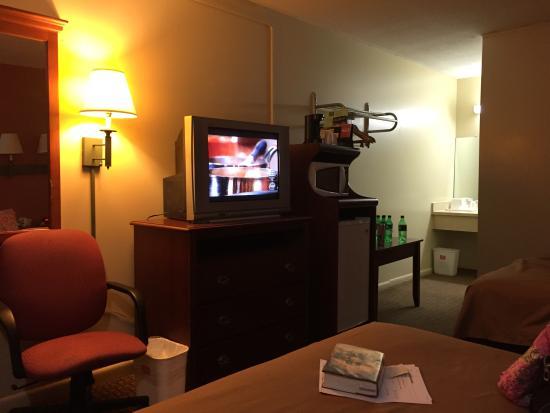 Econo Lodge North : (Box) TV, microwave, fridge and table area.