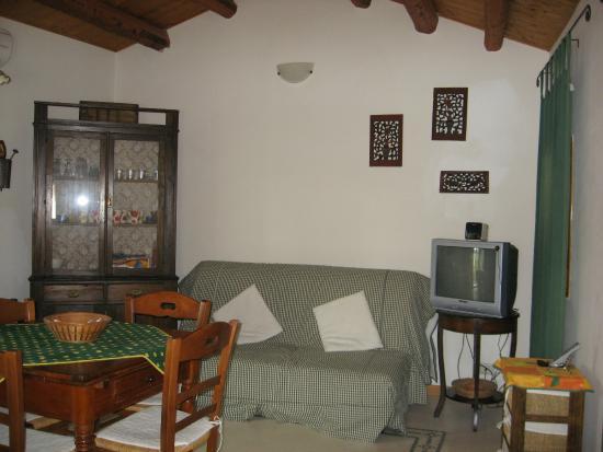 Cucina-soggiorno con divano letto Casa Marianna - Picture of Zuleima ...