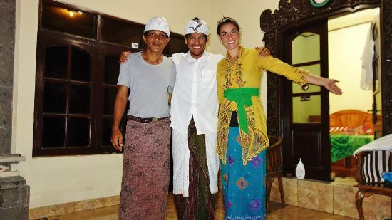 Bali Bliss Tour: TRADITIONAL BALINESE CEREMONY DRESSES
