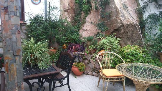 molino del bombo patio fuente de piedra natural