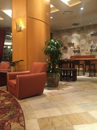 Phoenix Airport Marriott: Lobby does not have starbucks