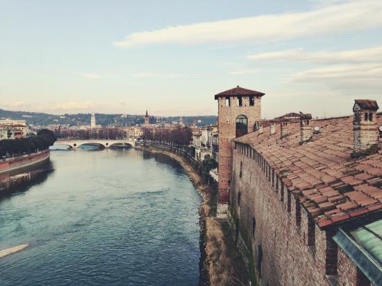 Ponte della Vittoria: Вид на мост Виттории с Кастельвеккьо