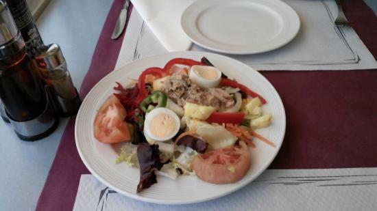 Sorrabona Hotel: Салат на обед в отеле