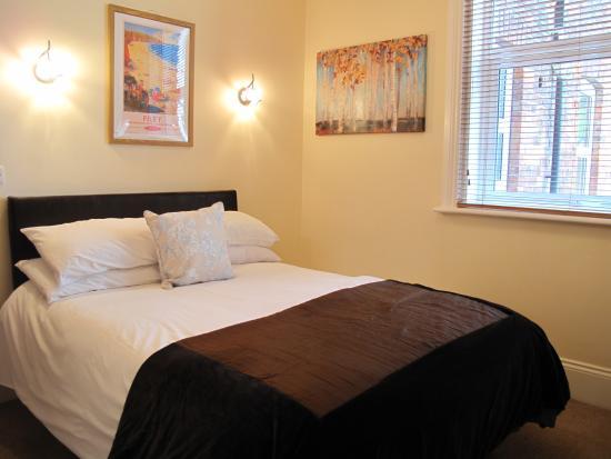 5 Leys: Apt 14 Double bedroom