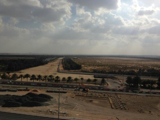 Abu Dhabi Airport Hotel: View Abu Dhabi from the roof of the hotel