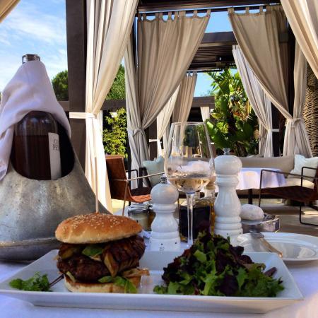 Muse Hotel: Delicious foie grad burger