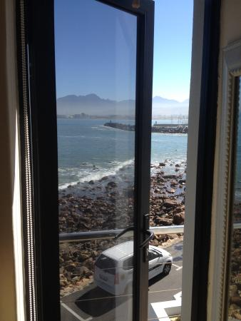185 Beach Road Boutique Suites & Apartments: View from side window with door