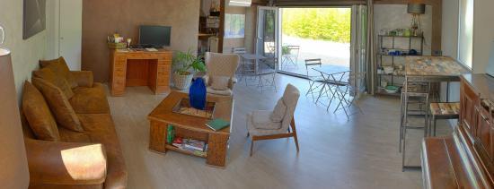 Nulle part Ailleurs : Espaces communs, salon tv et cuisine