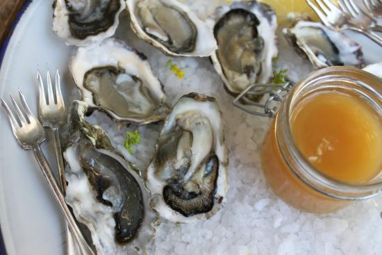 Valley Ford, Kaliforniya: Oysters on the half shell with Honey-Jalapeño mignonette