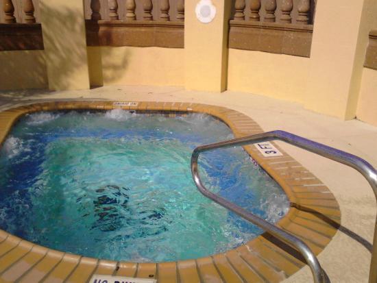 Hampton Inn & Suites Rockport - Fulton: HOT TUB
