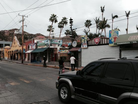 """Hotel Mar de Cortez : Rip Off Bar near the hotel :(  """"Kruda 101"""""""