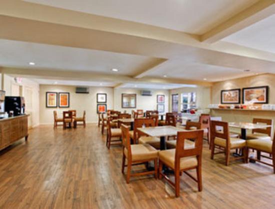 Days Inn and Suites Sea World: Breakfast Area