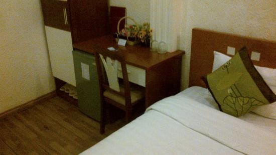 Green Diamond Hotel: Desk