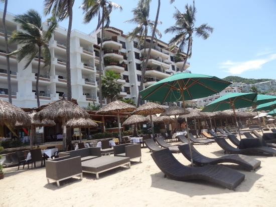 Emperador Vallarta Beachfront Hotel & Suites: Club De Playa