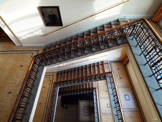 Le Meridien Frankfurt: Palais Staircase
