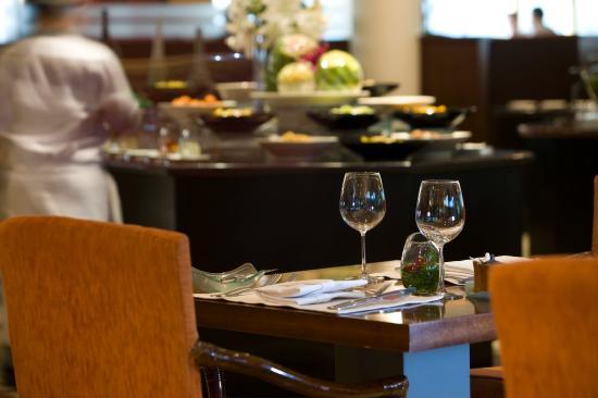 เลอ เมอริเดียน จาร์กาตา: La Brasserie Restaurant
