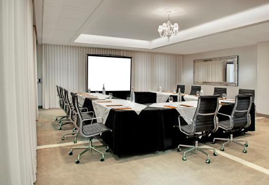SLS Hotel at Beverly Hills: Meeting Room U Shape Setup