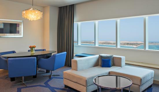 Le Royal Meridien Abu Dhabi : Deluxe Suite Living Dining