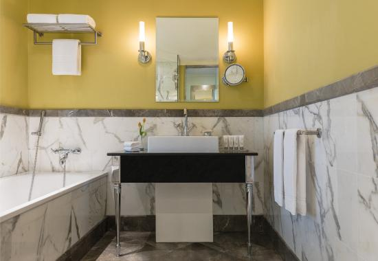 Le Royal Meridien Abu Dhabi : Royal Club Suite Bathroom
