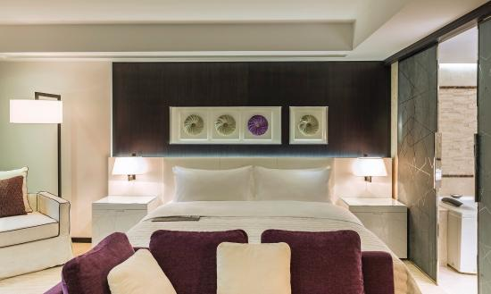 Le Meridien Dubai Hotel & Conference Centre: Royal Club Room