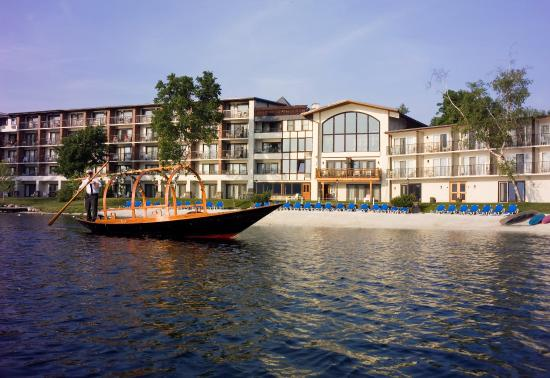 Golden Arrow Lakeside Resort: Gondola Ride on Mirror Lake