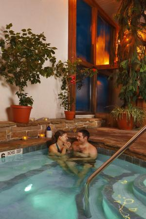 Golden Arrow Lakeside Resort: Adult Only Hot tub