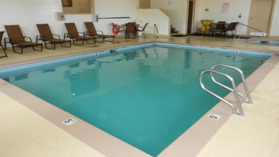 BEST WESTERN Inn & Suites: Pool