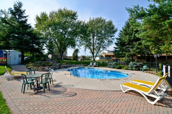 Country Squire Resort & Spa: Outdoor Pool
