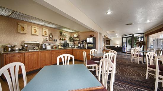 Best Western War Bonnet Inn: Breakfast Area