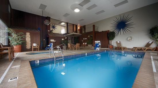 Best Western War Bonnet Inn: Pool