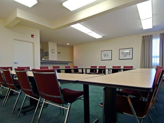 Lakeview Inns & Suites - Okotoks: Meeting  Room